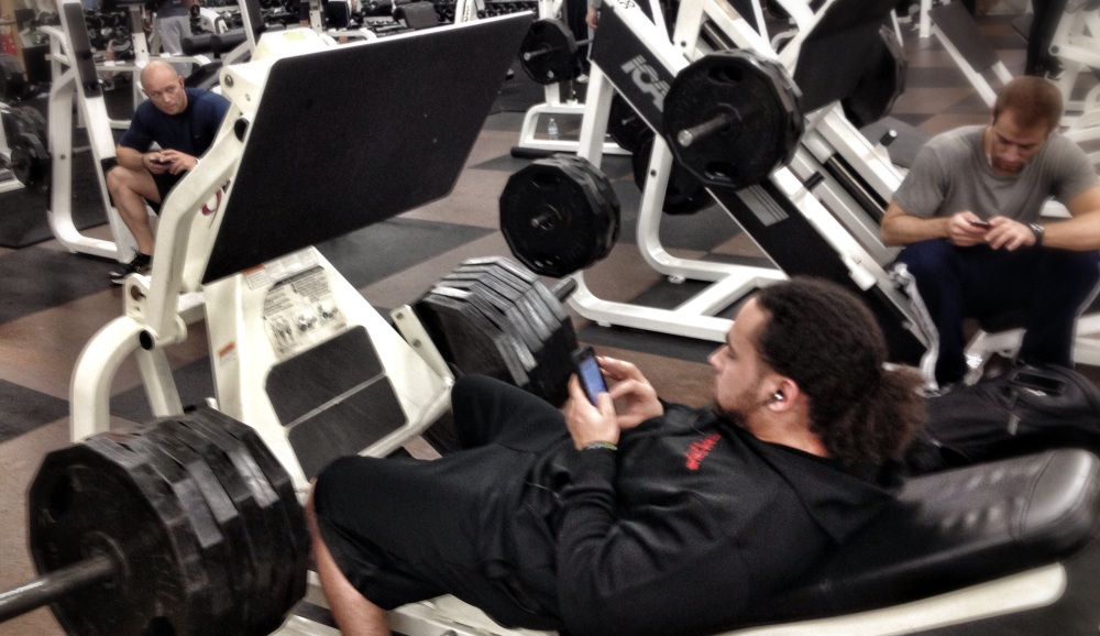 cellphones-at-the-gym
