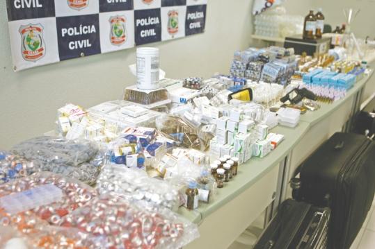 Fortaleza 19 de maio de 2015. Policia prende jovem apontado como maior distribuidor de anabolizantes de Fortaleza. - Policia - 12pl0902 - …RIKA FONSECA